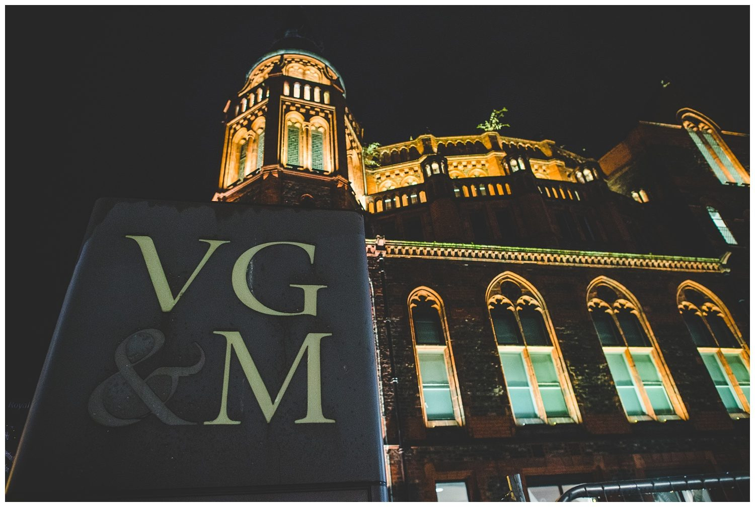 Victoria Gallery & Museum at night
